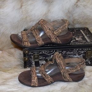 VIONIC Brown Strappy Comfort Tribal Look Sandals 8